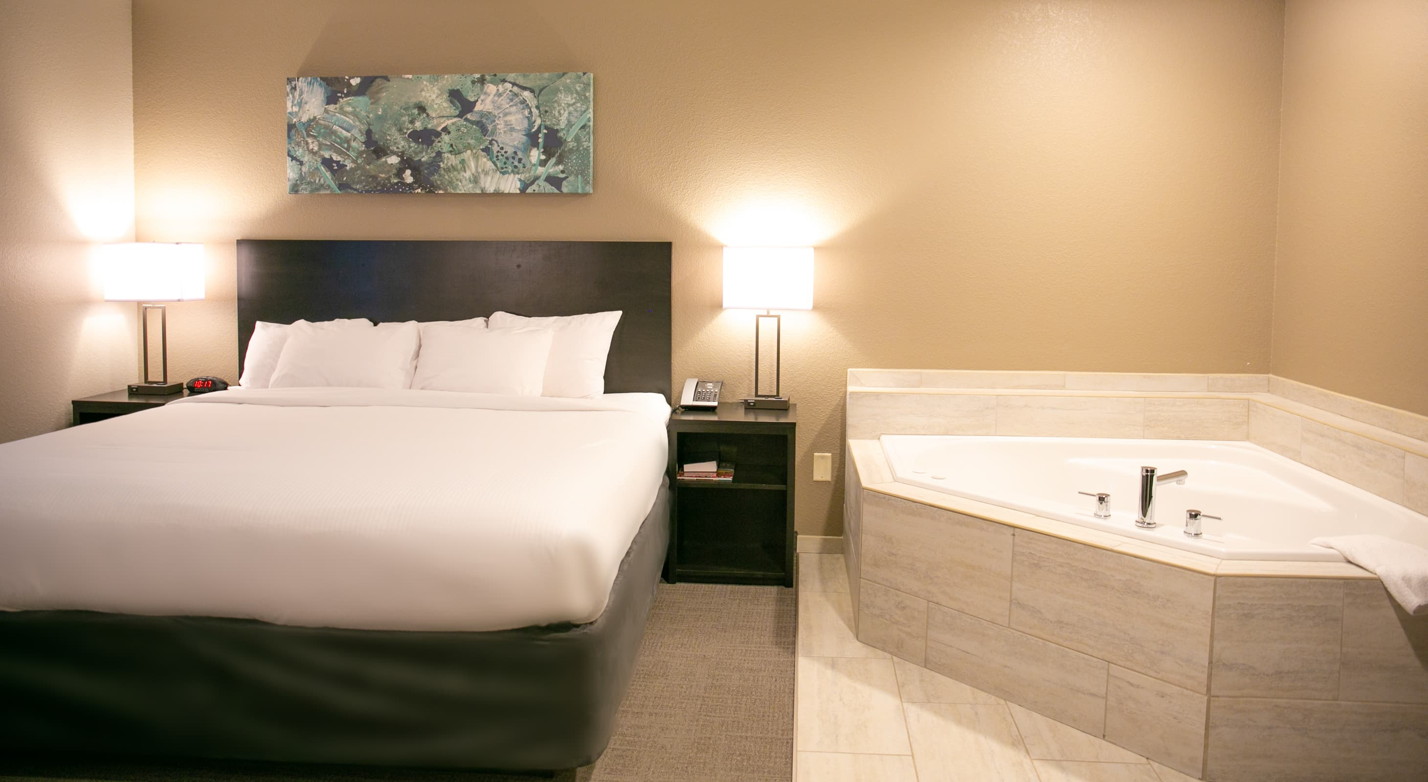 The Encore Suite bed and jetted tub